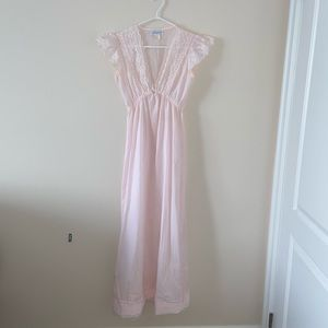 Other - Vintage petite nightgown by Night Flowers